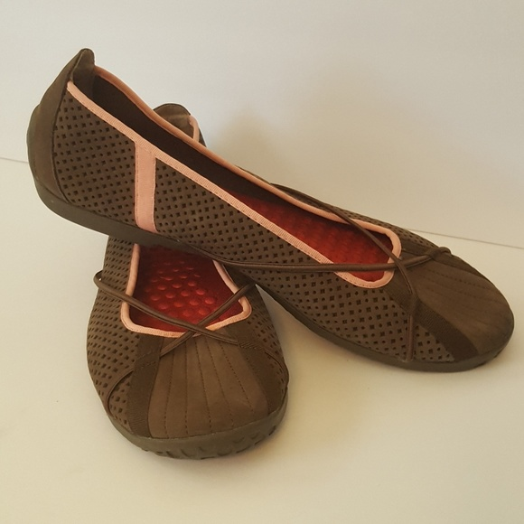 8b7acf0a6c9 Privo Shoes - Privo by Clarks 11M brown and pink slip ons